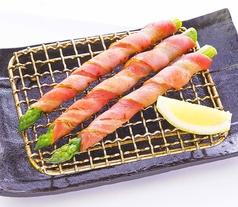 料理メニュー写真アスパラベーコン巻き/トマト&チーズ(ゴルゴンゾーラムース)/たこキャベとろろ焼き(醤油味)