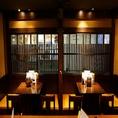 木目調の店内は和を基調としたくつろぎ空間となっております。大小問わず各種飲み会に最適なお席をご用意しております。友達や女子会など少人数でのお集まりにも最適。もちろん大人数宴会も可能な個室もご用意。幅広いシーンで利用できる和食居酒屋です。歓迎会、各種宴会にオススメです。※画像は系列店
