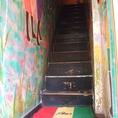 南国ペイントされた可愛い階段を登って~
