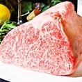 塊肉で仕入れ、丁寧にカットしご提供する極上肉。