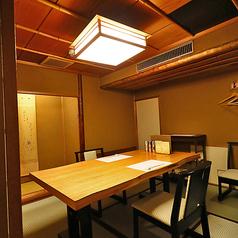 茶室使用の特別な個室です。畳に椅子を設置したテーブル個室は、立ち座りが楽なので、ご年配の方に喜ばれます。