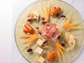料理メニュー写真ハモンセラーノと4種のチーズ盛合せ