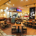 屋台風なカウンターで博多の味をお楽しみください。