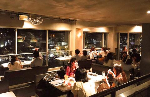 ビル最上階からは東山の夜景が一望♪各種コースは3000円~★記念日・女子会・宴会に♪