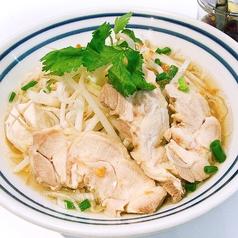 料理メニュー写真タイの鶏そば「クィッティアオ・ガイ」