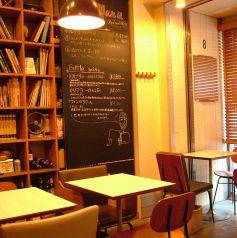 大きな黒板と本棚の前は特等席