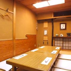 店内最奥には2名~8名様までご対応のお座敷個室を2部屋ご用意。最大で16名様の宴会が可能。接待、商談などにも最適。