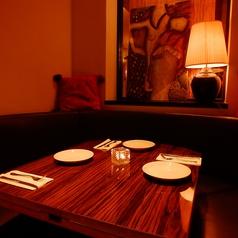 【ソファー席】2名様~4名様まで。ご予約はお早目に☆チャージ代として御一人様1000円頂戴します。