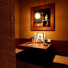 【半個室】2名様でご利用いただける掘りごたつ個室で、デートや仲の良いご友人とのお食事にもおすすめです。
