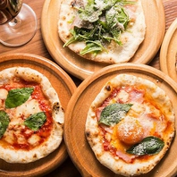 本格的なピザは、手のひらサイズでALL350円☆