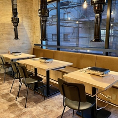 カジュアルな雰囲気のテーブル席はレイアウトしやすいので人数様に応じて対応可能です♪各種宴会にピッタリのお席となっております♪