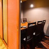 【接待に◎人気の完全個室席】最大6名様までの少人数向け個室は、周囲を気にせずお話しできる空間は、接待でご利用いただくお客様も多くいらっしゃいます。人気の個室席なので、早めのご予約をおすすめいたします!(2名~6名様席)