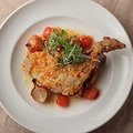 料理メニュー写真骨付知床鶏レッグのカチャトーラ煮込み