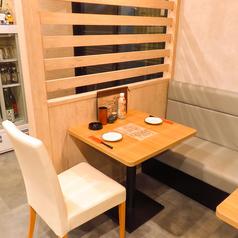≪1月12日NEWOPEN≫開放感のある店内でお酒と蕎麦をお愉しみ下さい。テーブル席では、店内の蕎麦打ち処を見ながらお食事することが出来ます。