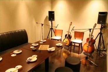 フォーク居酒屋 HIT STUDIO 70's 旅のつづき 上野広小路店の雰囲気1
