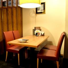 周りを気にせず会話を楽しめる半個室空間。