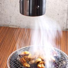 無煙ロースター使用で煙も気にならない!さらに、煙が肉に当たり、肉本来の旨みを引き出します♪4から6名様までのテーブル席ご用意♪