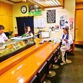 カウンターではスタッフとの会話を楽しみながらお食事ができます。