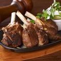 料理メニュー写真骨付子羊ラムチョップ ジンギスカンソース