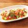 料理メニュー写真サーモンとアボカドのカルパッチョ