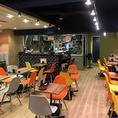 【各種パーティーに】オープンキッチンのライブ感溢れる店内は、貸切最大53名様迄可能です。《貸切最低保証金額》<月~木>20万<金・土・日>25万