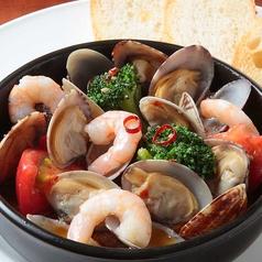 料理メニュー写真海老とアサリのアヒージョ