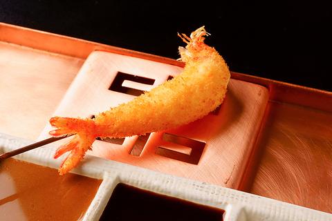 四季に合わせた串を六波羅特製のソース2種・塩・醤油・カラシでお楽しみ頂けます。