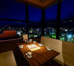 夜景が見えるテーブル席!