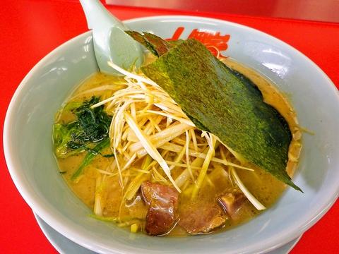 濃厚豚骨スープとコシのある太麺が絶妙!24時間営業で、いつでもおいしいラーメン!