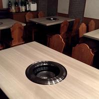 広々テーブル席で会話を楽しみながらのお食事♪