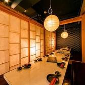 【合コンにも最適和個室】綺麗で上品な和風半個室を完備しております。料理の美味しさを引き立てる内観から生まれる雰囲気も大切にさせていただきました。少人数から中規模の飲み会、接待などにもご好評頂いております。東京駅徒歩3分の当店で御仲間・ご友人と素敵な御時間をお楽しみください♪