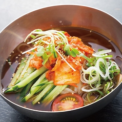 料理メニュー写真こだわりの冷麺【キムチ/うめしそ】