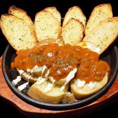 ポテトとミートソースのチーズオーブン焼き(ガーリックトースト付き)