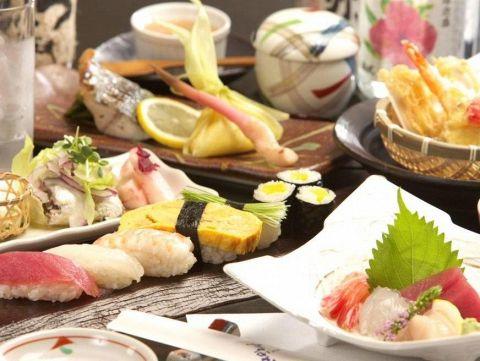 店主自ら市場へ足を運び選びに選んだ、鮮度バツグンの天然魚や天然素材を使っています