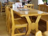 ご家族にも優しい大きなテーブル席です♪
