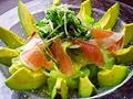 料理メニュー写真生ハムとアボガドのサラダ