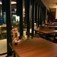 デート使いにも★窓側席は夜景の見えるテーブル席!