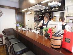 広めのカウンターでゆっくりカフェを楽しめます