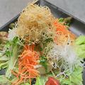 料理メニュー写真豆富と北海ポテトのカリカリサラダ仕立て