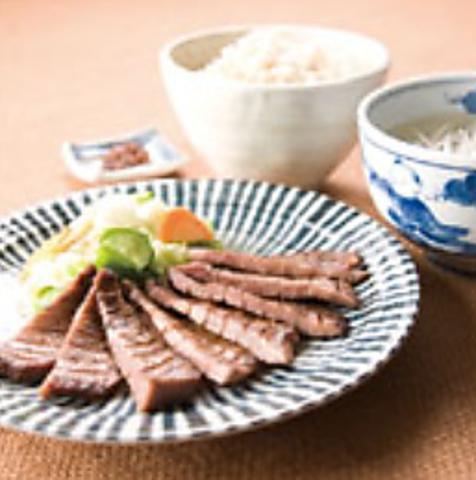 「肉厚」「炭火焼き」「粗塩」にこだわった、仙台名物牛たん専門店☆