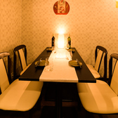 広々した空間の大広間テーブル席。隣室とつなげることで大空間となり、最大22名様までご対応いたします。会社のご宴会やイベント、大人数での打ち上げ等にご利用ください
