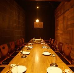 接待や大切な方をもてなす会にもオススメの完全個室席は4名様~20名様まで人数に応じてレイアウトが変更可能です。(禁煙)