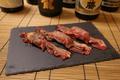 料理メニュー写真目の前で炙る、道産炙り肉寿司 3貫