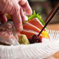 最高の素材を最高の状態でお届けすることにこだわり、鮮度を見極め、素のままの美味しさを職人の感性と技で、焼く・蒸す・煮る・盛ることで更に引き立てます。新鮮な魚介をはじめとした北海道の定番料理を心行くまでお楽しみ下さい!