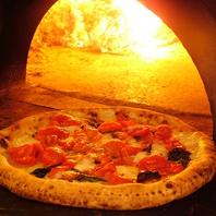 ナポリの薪窯(まきがま)で焼いた出来たてピッツァ