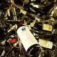 【ワインセラー】世界のワインが楽しめます。イタリアやフランスを中心に、赤・白ワイン、スプマンテ、シャンパンなど、各種取り揃えております。1F、2Fそれぞれに自慢の本格イタリアンBARカウンターを完備しております。是非こちらで一杯いかがでしょうか。