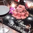 誕生日や記念日、お祝い事などに!和牛ローストビーフの肉ケーキはいかがでしょうか?200グラム3000円から承ります。お好きなメッセージもお書きいたしますので、お気軽にご相談下さい!楽しくて嬉しくなる演出を、当店スタッフが心を込めてお手伝いさせていただきます!