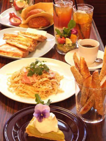 昭和49年にオープンした喫茶店。懐かしい雰囲気の店内、美味しいランチが人気です。