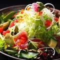 料理メニュー写真マグロとアボカドのサラダ
