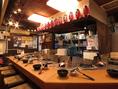 調理場が眺められるカウンター席となっております。